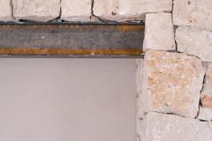 rivestimento in Pietra Viva_trave in acciaio